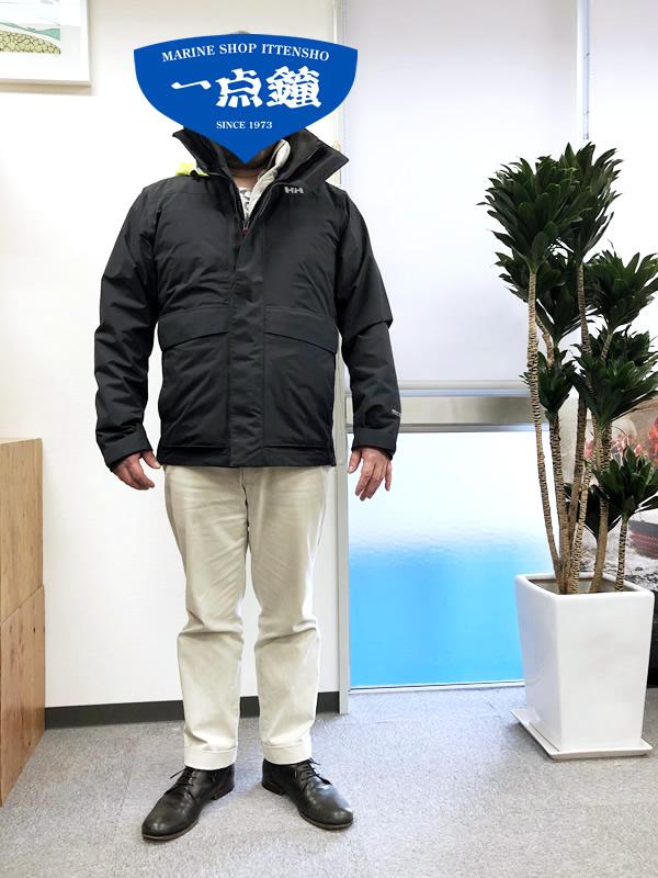 日常使いでヘリーハンセンのオーシャンフレイライトジャケットをオシャレにオンオフのコーディネートと着心地や季節によって何を合わせたらいいかなど、日記風に色々発信するページです。